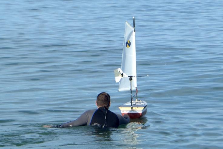 ABoat Time - Imagen extraída de la web microtransat.org http://www.microtransat.org/images/2015_usna_boat_launch_large.jpg