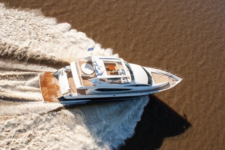 Segue 26 M en el Río de la Plata - efectivamente, el agua allí es de un marrón característico