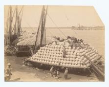 Carga de vasijas en el Nilo (fecha desconocida, entre 1860 y 1920)