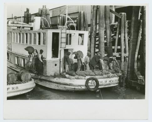 Descargando ostras en Nueva Orleans (c. 1930)