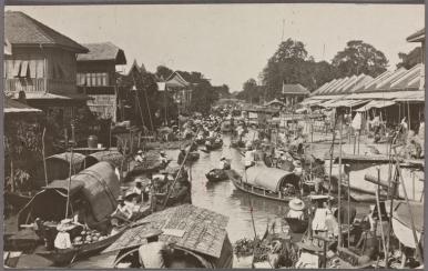 Mercado flotante en Bangkok (fecha desconocida)
